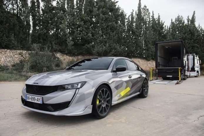 El nuevo Peugeot 508 Sport Engineered se traslada para posar en en el trazado de Terramar
