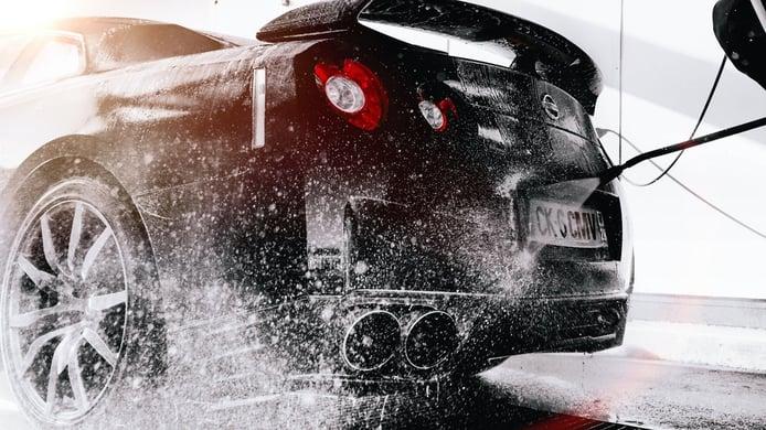 Cómo limpiar tu coche ¿túnel de autolavado o hacerlo a mano?