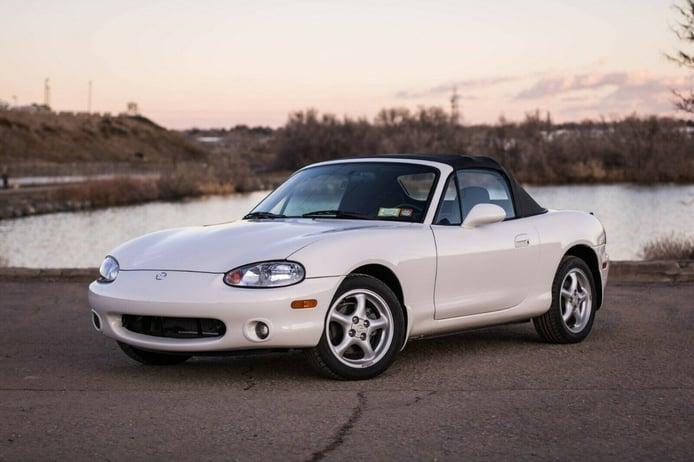 Aparece un Mazda MX-5 NB de 2000 casi a estrenar