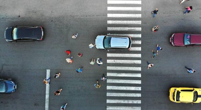 ¿Cuánto es la multa por aparcar en paso de peatones?