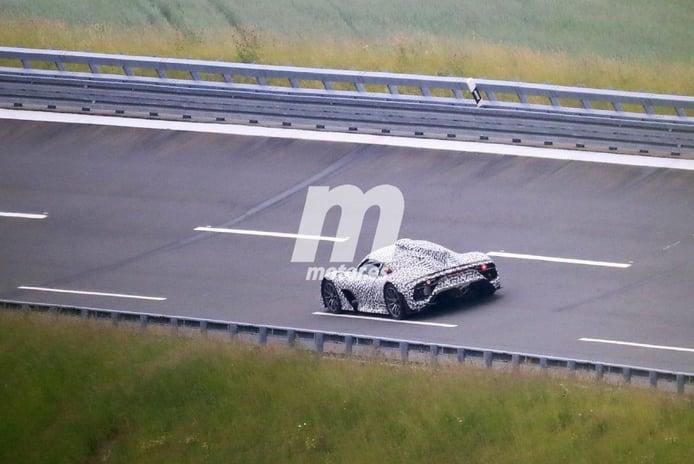 El nuevo Mercedes-AMG ONE,el hypercar de la estrella, posa en fotos espía
