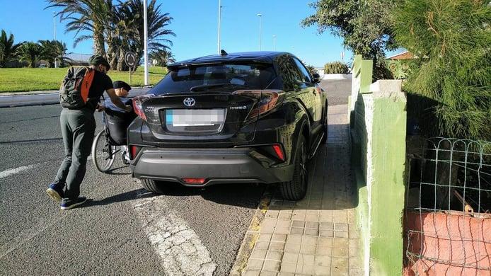 ¿Cuánto es la multa por aparcar en la acera?