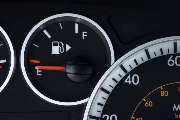¿Me pueden multar por quedarme sin combustible en carretera?