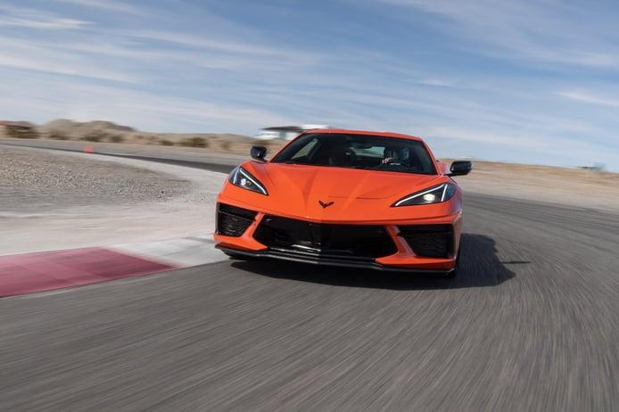 El Chevrolet Corvette se enfrenta al Audi R8 y al Porsche 911 en circuito [vídeo]