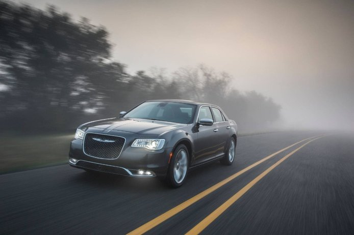 El Chrysler 300 logra sobrevivir un año más pero pierde la mitad de su gama