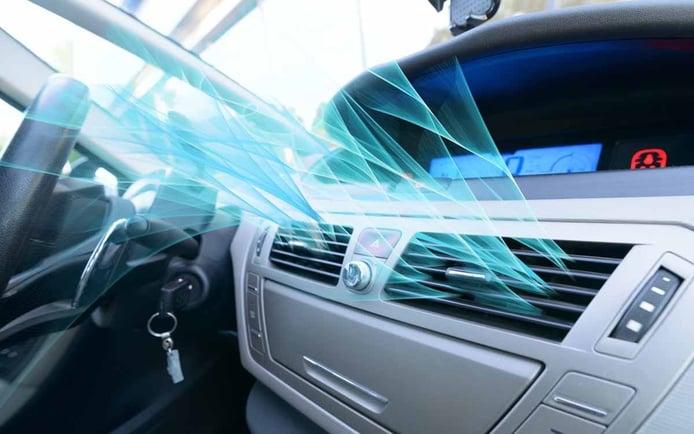 ¿Cómo funciona el aire acondicionado de un coche?