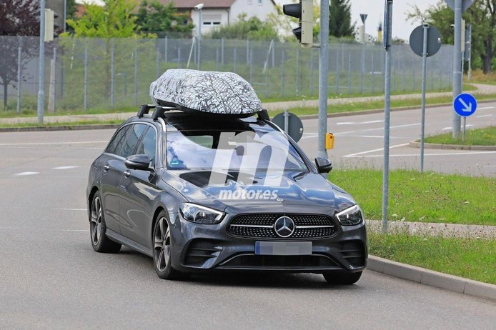Este cofre montado en un Mercedes Clase E Estate esconde un secreto tecnológico