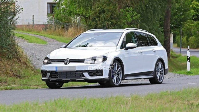 Volkswagen Golf Variant R 2021 - foto espía