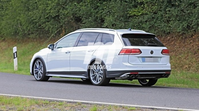 Volkswagen Golf Variant R 2021 - foto espía posterior