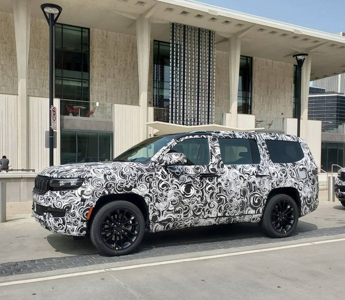El Jeep Grand Wagoneer pierde camuflaje y revela su extremo parecido con el concept