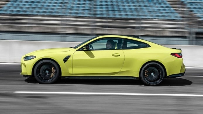BMW M4 Coupé 2021 - lateral