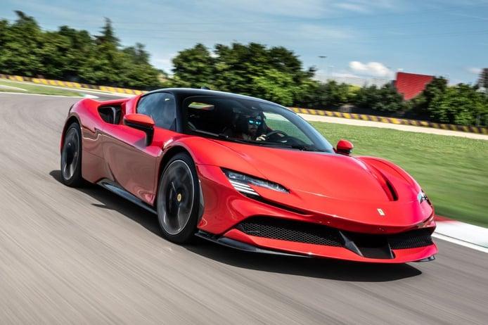 El Ferrari SF90 Stradale homologa solo 12.9 km de autonomía eléctrica según ciclo EPA