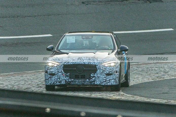 Nuevas fotos espía del Mercedes Clase C 2021, la berlina deja ver su interior