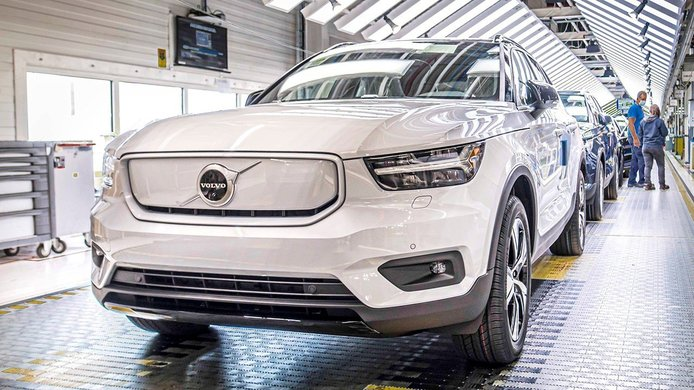 La producción del nuevo Volvo XC40 Recharge, un nuevo SUV eléctrico, ha comenzado