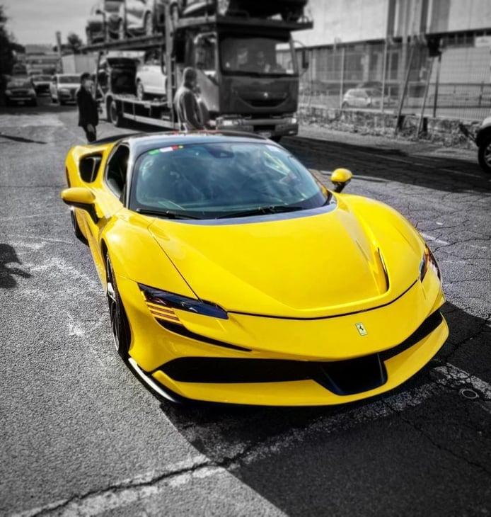 El primer ejemplar de producción del Ferrari SF90 Stradale ya ha sido entregado en Italia