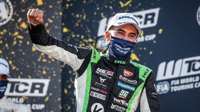 Azcona conquista MotorLand: «Es increíble ganar una carrera de casa»
