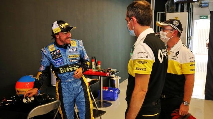 Alonso atemorizó a los mecánicos del R25: «El plan era dar unas vueltas saludando»