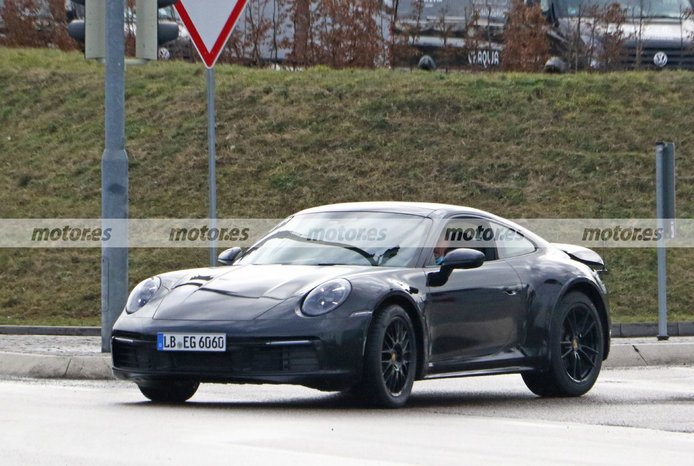 Nuevas fotos espía del futuro Porsche 911 Safari revelan detalles propios de producción