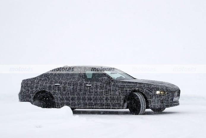 Dos prototipos del BMW Serie 7 2023 cazados en fotos espía en las pruebas de invierno