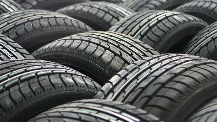 ¿Qué diferencia a los neumáticos baratos de los más caros? A esto renuncias