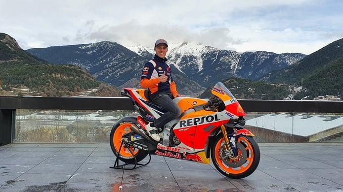 Pol Espargaró recibe una gran sorpresa en su estreno con el Repsol Honda