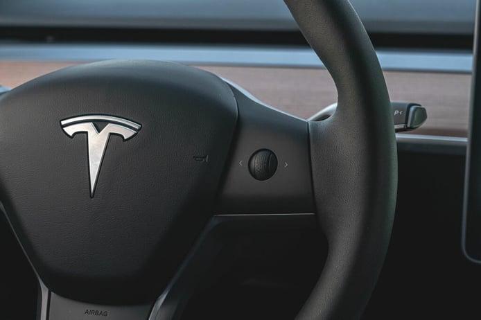 Tesla aumenta su red de concesionarios europea, ¿se pica con Volkswagen?