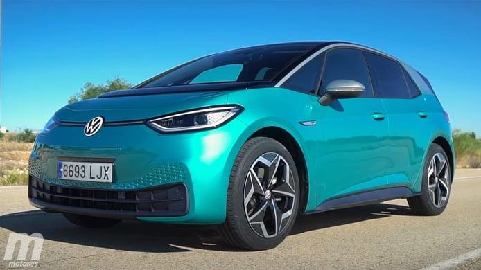 Europa - Diciembre 2020: El Volkswagen ID.3 se acerca al icónico Golf