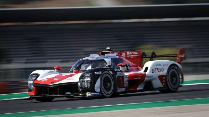 El equipo Toyota Gazoo Racing presume del nuevo Toyota GR010 Hybrid