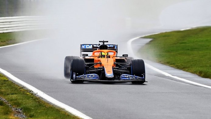 Primeras imágenes del nuevo McLaren MCL35M en Silverstone