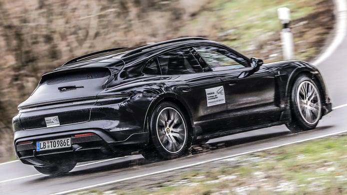 El nuevo Porsche Taycan Cross Turismo encara la recta final de su desarrollo