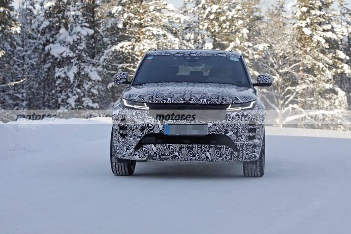 El nuevo Range Rover Evoque LWB 2022, avistado en las pruebas de invierno