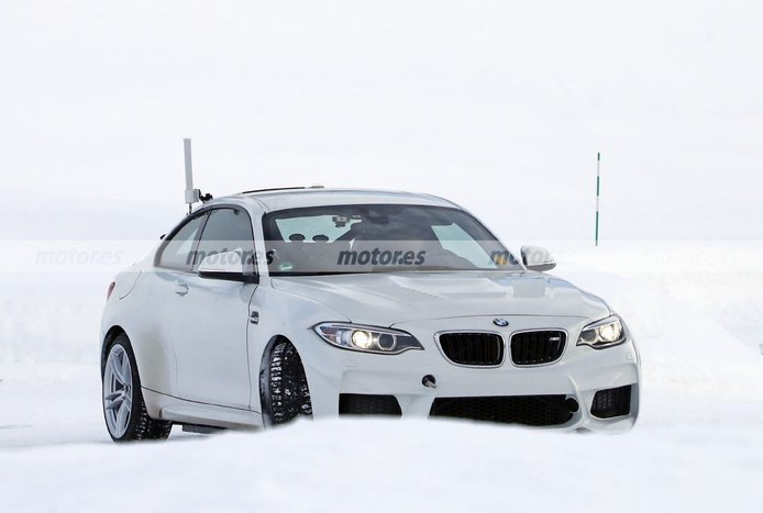El BMW M2 presta su imagen a la mula de un futuro eléctrico de altas prestaciones