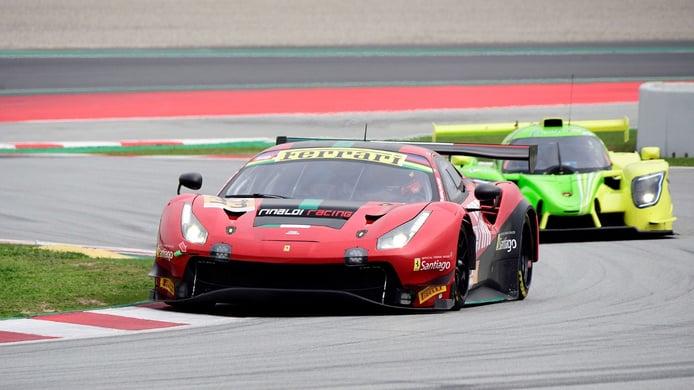 Equipos y pilotos del GT World Challenge Europe ruedan en Barcelona