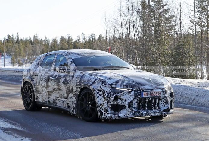 Las mulas del SUV de Ferrari son puestas a prueba en la nieve