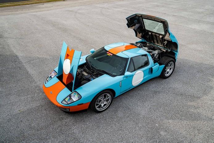 Aparece un Ford GT Heritage Edition 2006 a estrenar con solo... ¡4 kilómetros de uso!