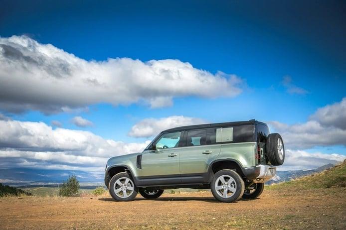 Un informe confirma el lanzamiento del nuevo Land Rover Defender 130 en 2022