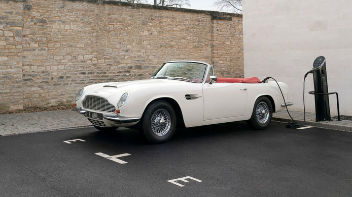 Los últimos Aston Martin de gasolina serán solo para circuitos