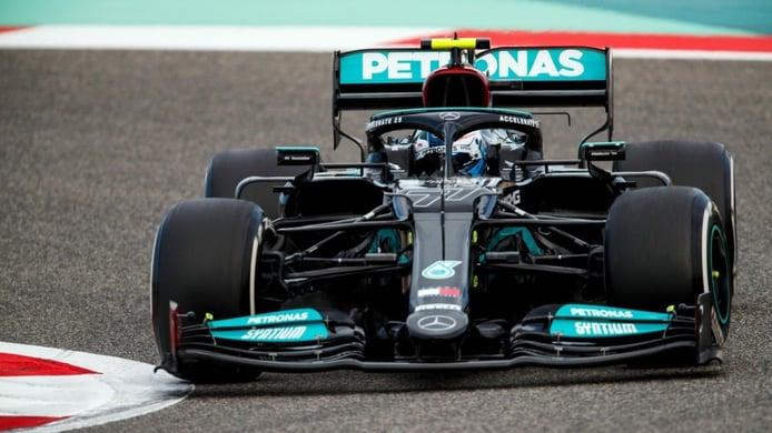 Al Mercedes W12 se le atragantan las nuevas reglas: «La zaga es nerviosa e implacable»