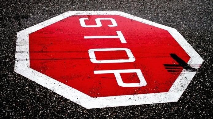 Esta es la multa por saltarse un STOP, ¿seguro que sabes cómo hacerlo?