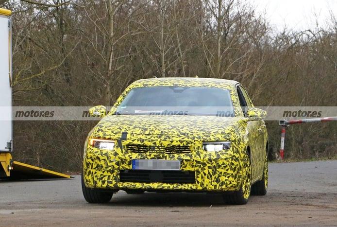 El esperadísimo Opel Astra 2022 aparece en sus primeras fotos espía