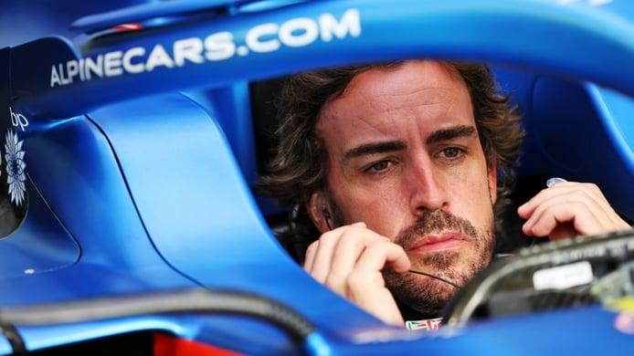 El «oxidado» Alonso avisa: «Pasamos a Sainz y Norris en la salida»