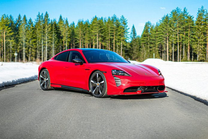 El Porsche Taycan Turbo más agresivo gracias a un nuevo kit con mucho carbono