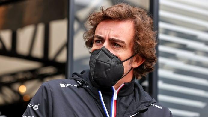 Alonso: «Probablemente yo necesito mejorar más que el Alpine»