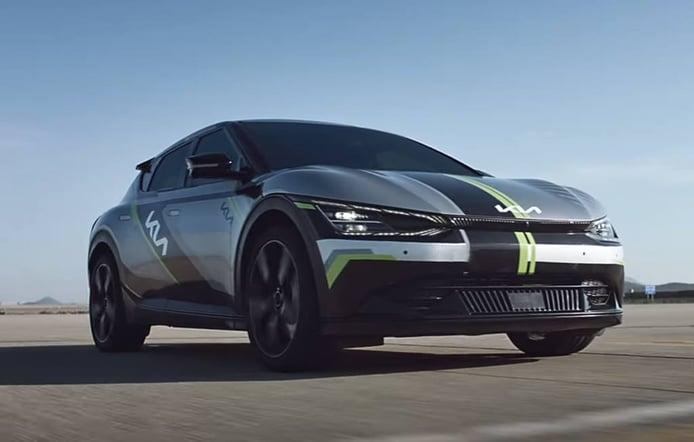 El nuevo KIA EV6 demuestra sus cualidades enfrentándose a una drag race [vídeo]