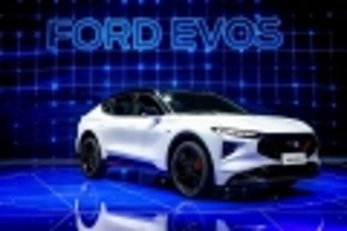 El Ford Evos llega como un deportivo sedán crossoverizado con una pantalla gigante