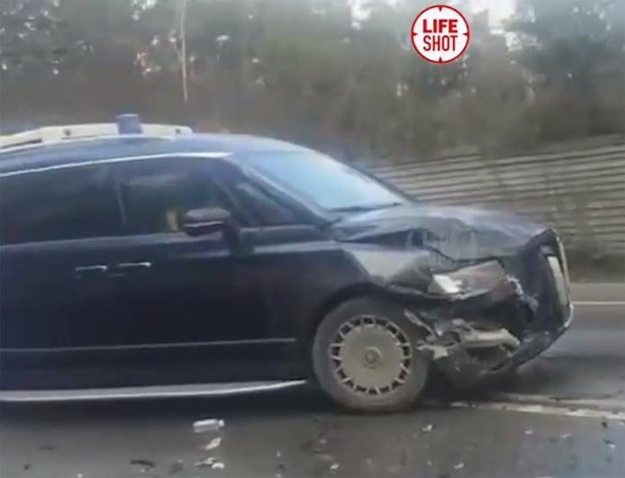 El Aurus Arsenal, el gran monovolumen ruso, parte de un accidente en Rusia