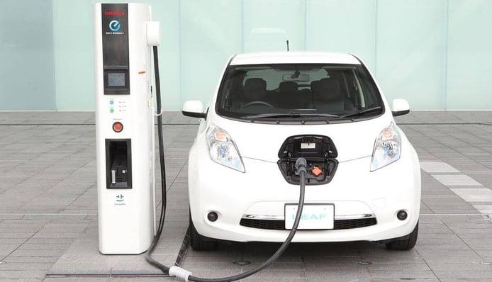Francia adelanta el adiós al sistema de carga rápida de coches eléctricos CHAdeMO