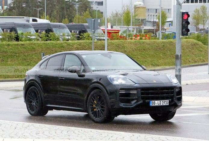 Primeras imágenes del futuro facelift del Porsche Cayenne Coupé