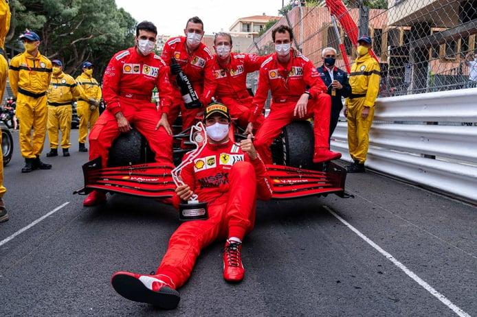 Sainz mantiene la calma: «La lucha de Ferrari es más con McLaren que con Red Bull»