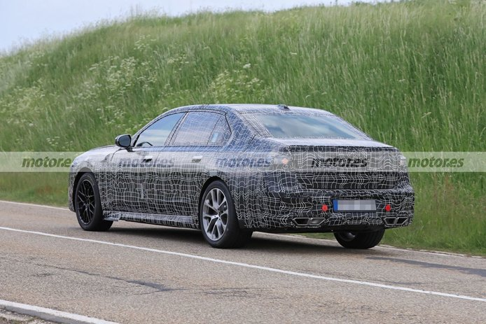 Foto espía BMW Serie 7 2023 - exterior